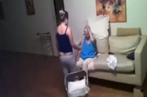 Video YouTube choc: badante picchia anziana malata Alzheimer