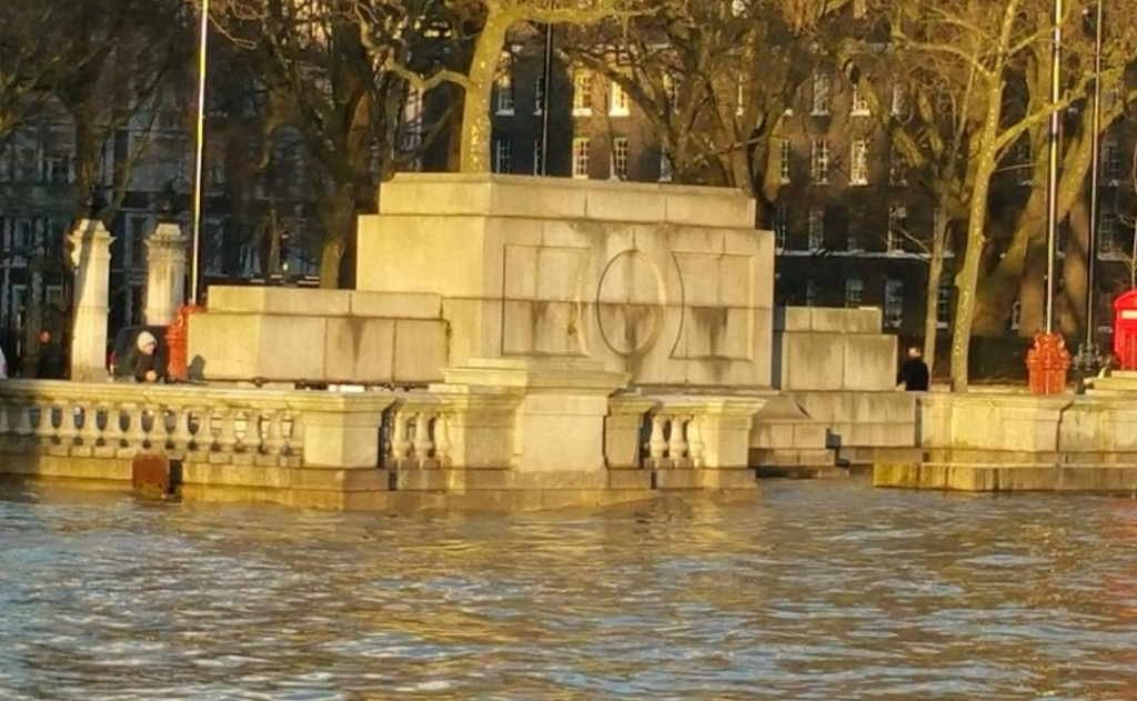 Londra, allerta inondazioni: Tamigi oltre gli argini FOTO 4