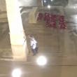 VIDEO YOUTUBE Filmato mentre fa pipì sul monumento ai caduti 4