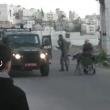 YOUTUBE Polizia Israele fa cadere palesinese da carrozzina 2