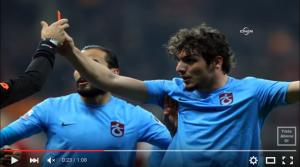 Guarda la versione ingrandita di YouTube, Dursun mostra cartellino ad arbitro
