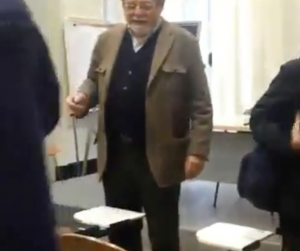 "YouTube – Aggredito professore: ""Assassino, hai scritto…"" 8"