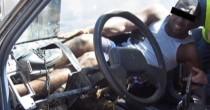 YOUTUBE Spagna, migrante nascosto nel paraurti di un'auto