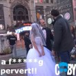 Times Square, a 65 anni sposa 12enne4