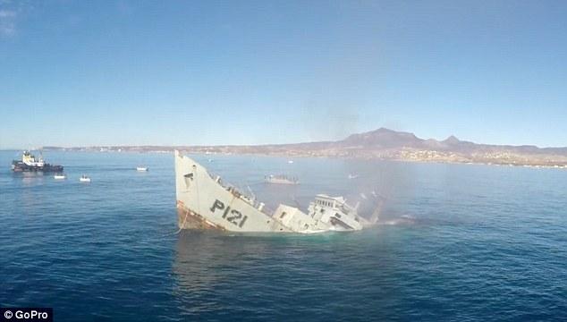 Nave affondata per formare barriera artificiale6