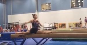 YOUTUBE Spaccata impressionante della ginnasta di 18 anni