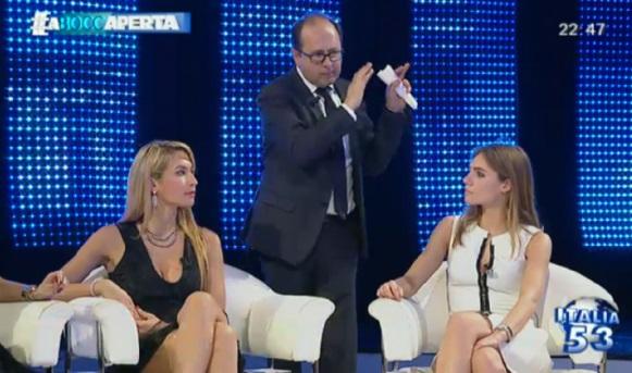 A bocca aperta, trash talk-show su Canale Italia 53 FOTO6