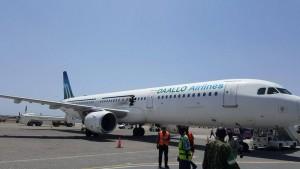 Guarda la versione ingrandita di Somalia, squarcio su fiancata aereo: passeggeri feriti