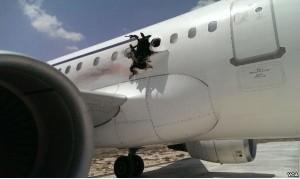 Somalia, squarcio su fiancata aereo: passeggeri feriti