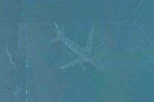 Aereo in fondo al lago, mistero svelato da Google Maps FOTO