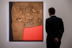 Alberto Burri: il suo Sacco e Rosso del '59 battuto a 12 mln