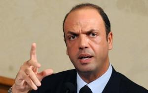 Guarda la versione ingrandita di Il ministro dell'Interno Angelino Alfano