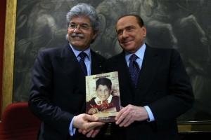 Guarda la versione ingrandita di Antonio Razzi con Berlusconi - Foto Roberto Monaldo / LaPresse