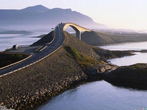 YOUTUBE Atlanterhavsveien, strada più pericolosa al mondo