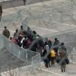 """Austria tetto ai migranti, scontro con Europa: """"È illegale"""""""