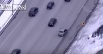 VIDEO Inseguiti da polizia si schiantano sotto camion