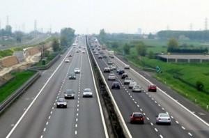 Auto inquinanti, Europa che fa? Raddoppia limiti emissioni...