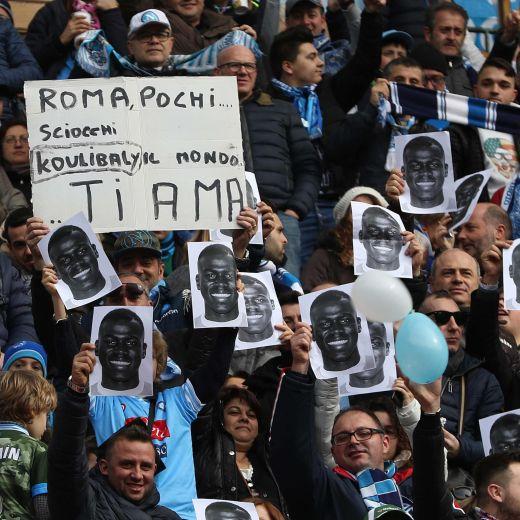 """Siamo tutti Koulibaly"", tifosi del Napoli contro razzismo (foto Ansa)"