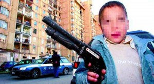 "Napoli baby-gang. Mitra, calibro 9... la ""paranza dei bimbi"""