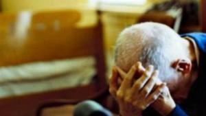Badante tenta abusi sessuali su 83enne, calci se diceva no