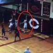 YOUTUBE Giocatore di basket salta e...sembra sospeso in aria 4