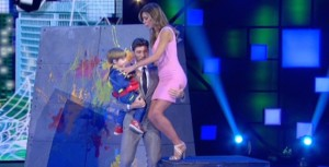 Guarda la versione ingrandita di Belen Rodriguez-Stefano De Martino, quell'abbraccio in Tv