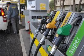 Prezzi carburante in salita: aumentano diesel e benzina