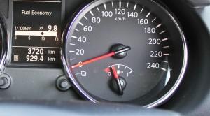 Bocchettone del carburante è segnalato sul cruscotto