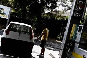 Roma, lotta tra racket benzinai: uomo massacrato di botte