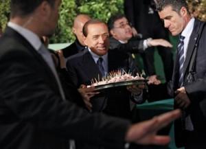 """Berlusconi: """"Io vegetariano? Cado dalle nuvole..."""""""