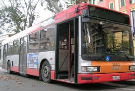 Guarda la versione ingrandita di Roma. Si addormenta su bus e picchia autista che la sveglia