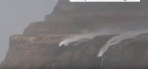 YOUTUBE Cascate vanno al contrario: il vento è troppo forte