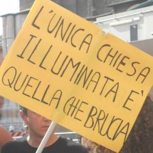 """""""Chiesa brucia"""": post assessore Sel su Fb scatena bufera"""