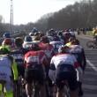 Ciclista Broeckx travolto da moto della diretta tv 3