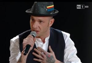 """Sanremo, Clementino canta """"Don Raffaè"""" di De Andrè VIDEO"""