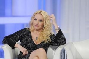 """Antonella Clerici, imprevisto """"piccante"""" in diretta tv VIDEO"""