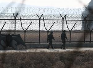 Guarda la versione ingrandita di Corea Nord, esplosioni al confine con il Sud: esercitazioni