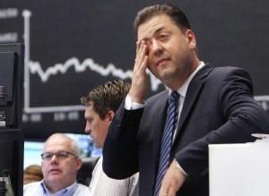 Borsa Milano crolla, le banche pesano. Petrolio giù, oro su
