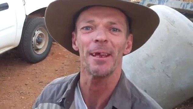 YOUTUBE Dentista improvvisato con pinze, scalpello e cartone6