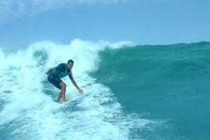 YOUTUBE Derek Rabelo, surfista cieco diventa professionista