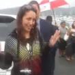 YOUTUBE Lancia dildo in faccia al ministro: video è virale 04
