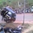 YOUTUBE India, elefante distrugge auto durante festa2