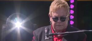 Elton John e Lady Gaga, concerto: lei poi canta a Oscar