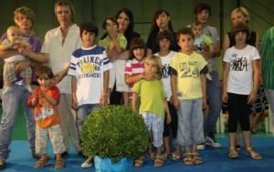Alessandra Bortoletto resta sola: 14 figli...marito se ne va