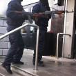 YOUTUBE Finti agenti sparano in hotel: regolamento di conti 5