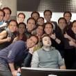 Dorme a lavoro: colleghi fanno FOTO e...parte sfottò 10