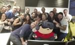 Dorme a lavoro: colleghi fanno FOTO e…parte sfottò