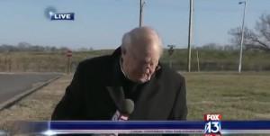 Reporter infastidito da cane interrompe diretta2