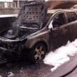 Fumo da cofano auto: donna scende e...scoppia incendio FOTO 3