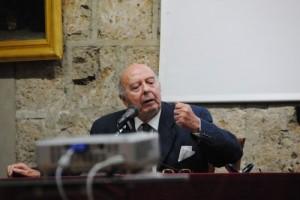 Guarda la versione ingrandita di L'ex ministro Giovanni Galloni rapinato in casa e legato al letto